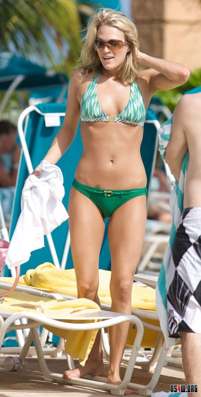 Kelly clarkson bikini from spring break